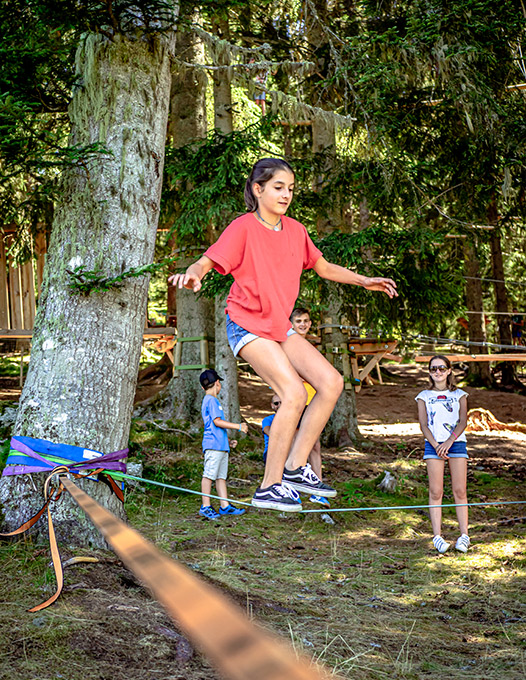 slackline-junior-activite-grenoble